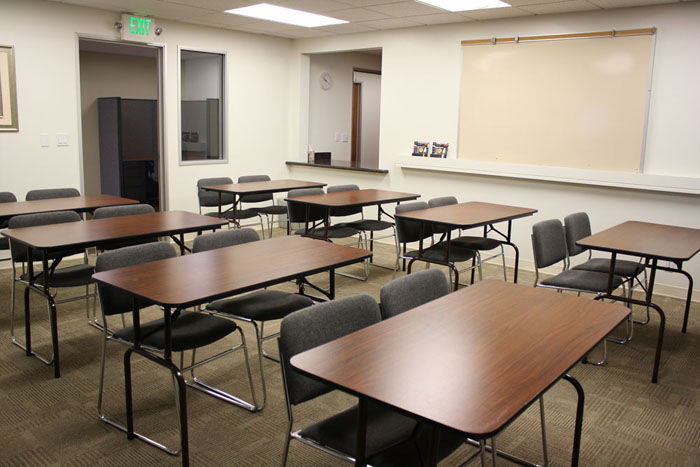 training-room-village-at-17th-street-orange-county-shared-spaces